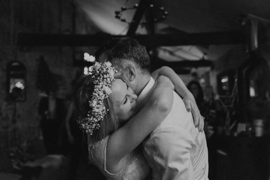 couple first dance wedding